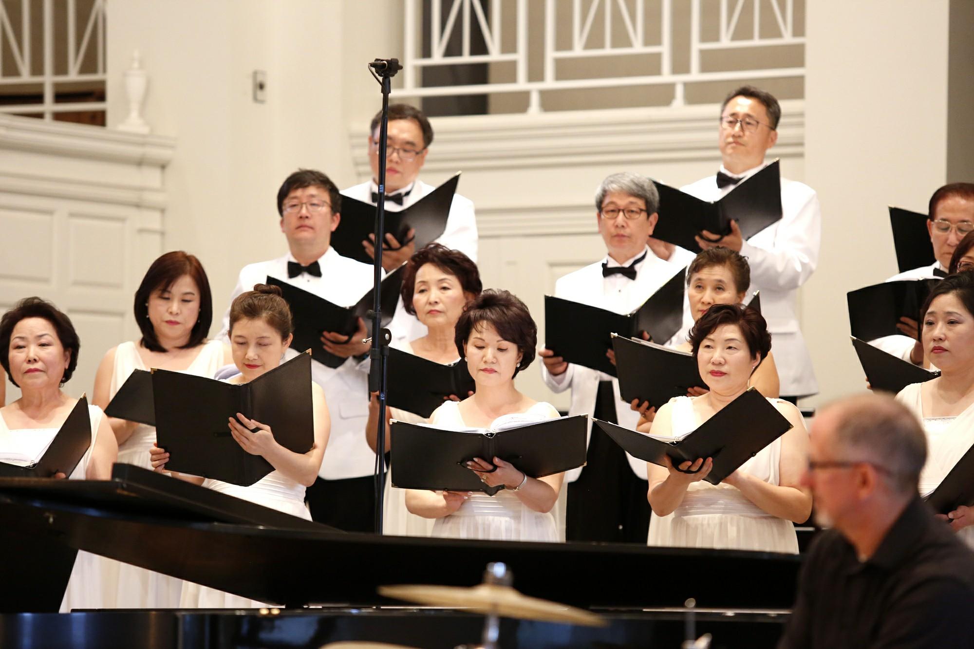 한국의 혼 연주회 단원 사진1.jpg